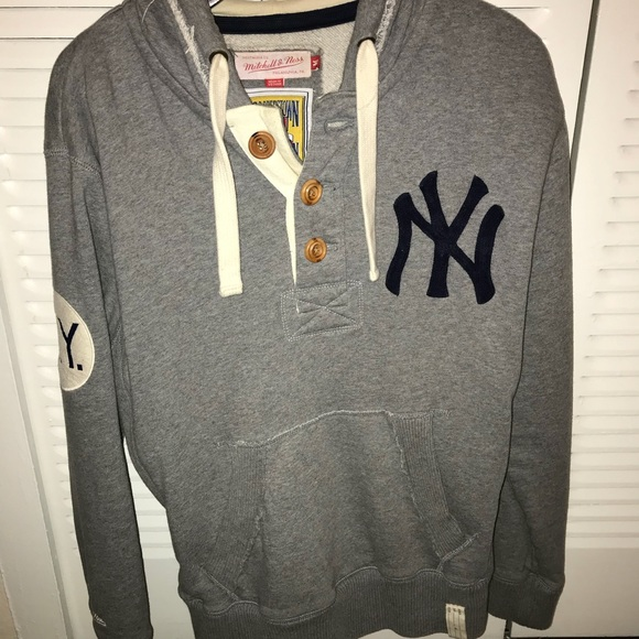 online store 2590e dbe02 Vintage Style Mitchell and Ness NY Yankees Hoodie